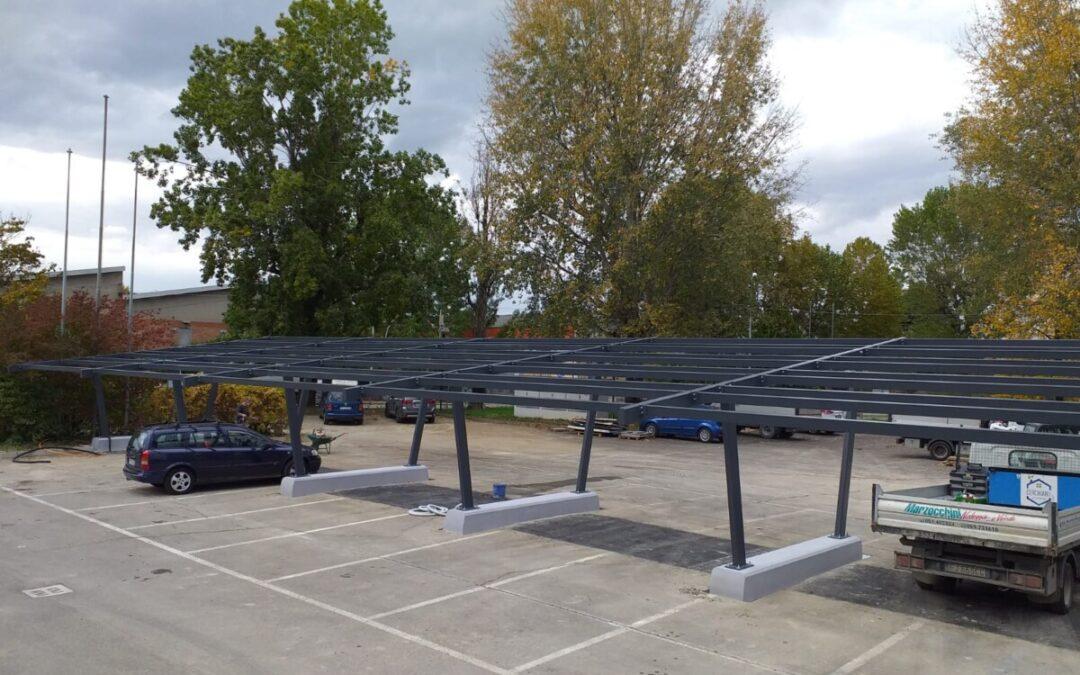 Struttura fotovoltaica a due montanti di grande dimensione